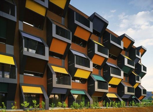 http://ad009cdnb.archdaily.net/wp-content/uploads/2008/06/1309697255_social-housing-on-the-coast-03-photo-tomaz-gregoric-528x387.jpg