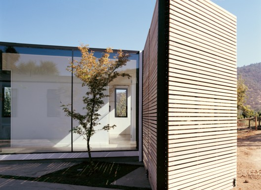 Countryside House / Benjamin Murua & Constanza Infante