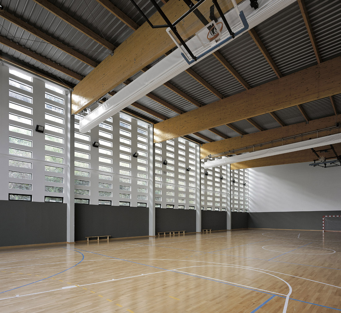 La Pea Multi-Sport Pavillion / Coll-Barreu Arquitectos