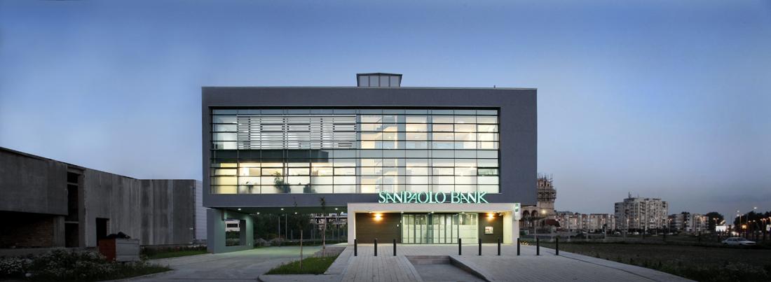 San paolo bank baltasarh parasite studio archdaily for Modern bank building design