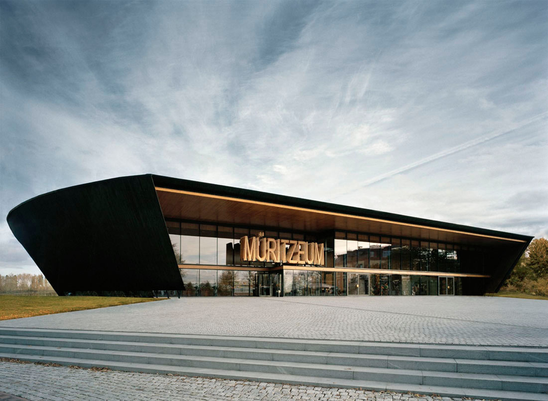 Muritzeum wingardh archdaily for Car showroom exterior design