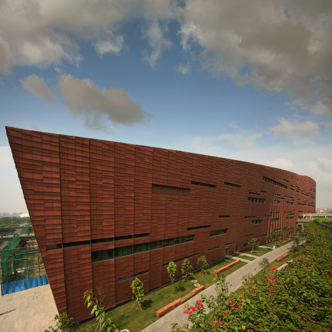 Guangzhou Baiyun International Convention Center / BURO II + CITIC