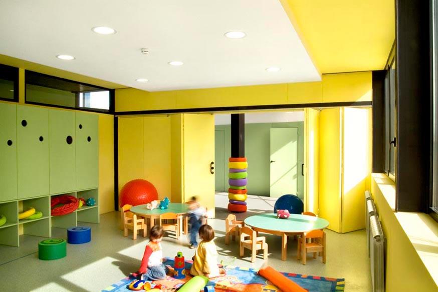 Arreletes day care centre xavier vilalta studio archdaily for Interior design for child care centre