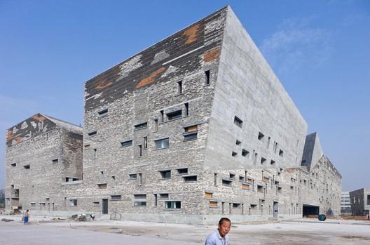 http://www.archdaily.com/wp-content/uploads/2009/02/1167062845_wang-shu-ningbo-museum-4124-528x349.jpg