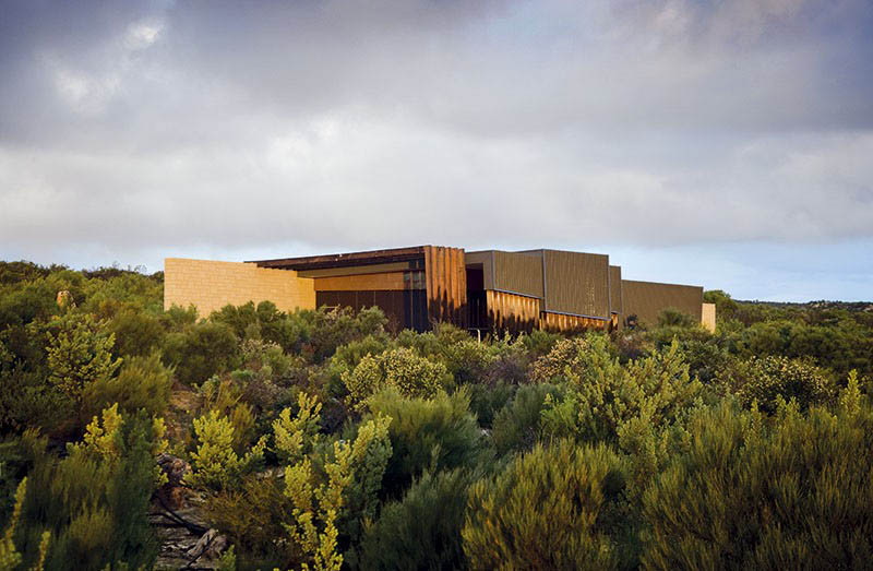 Pinnacles Interpretive Centre / Woodhead
