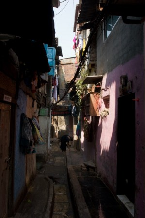 Learning from the slums (1/2):literature and urban renewal