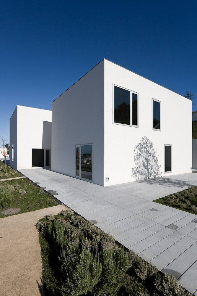 House in Pousos / Ricardo Bak Gordon