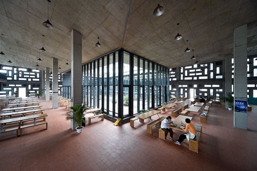 New Academy of Art in Hangzhou / Wang Shu, Amateur Architecture Studio (13)  Iwan Baan
