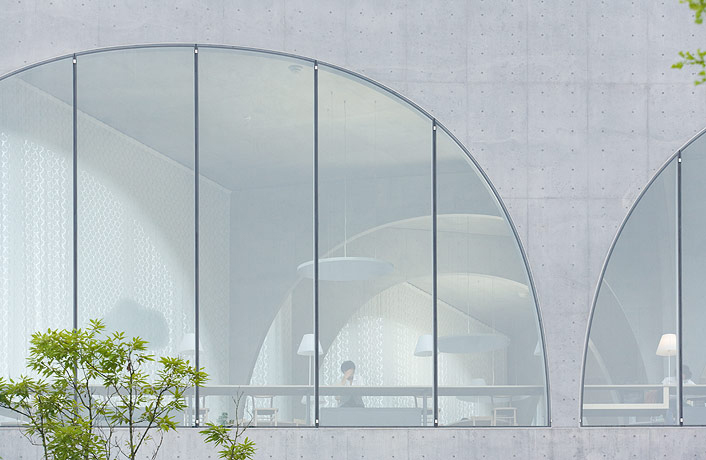 Tama Art University Library / Toyo Ito by Iwan Baan