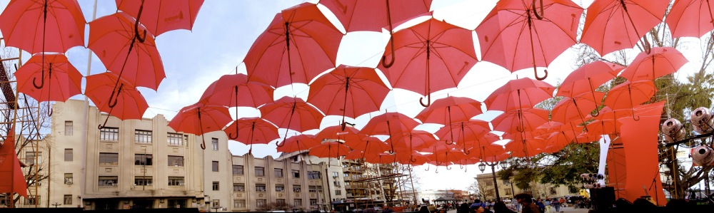 Covered in Umbrellas / U. de Talca