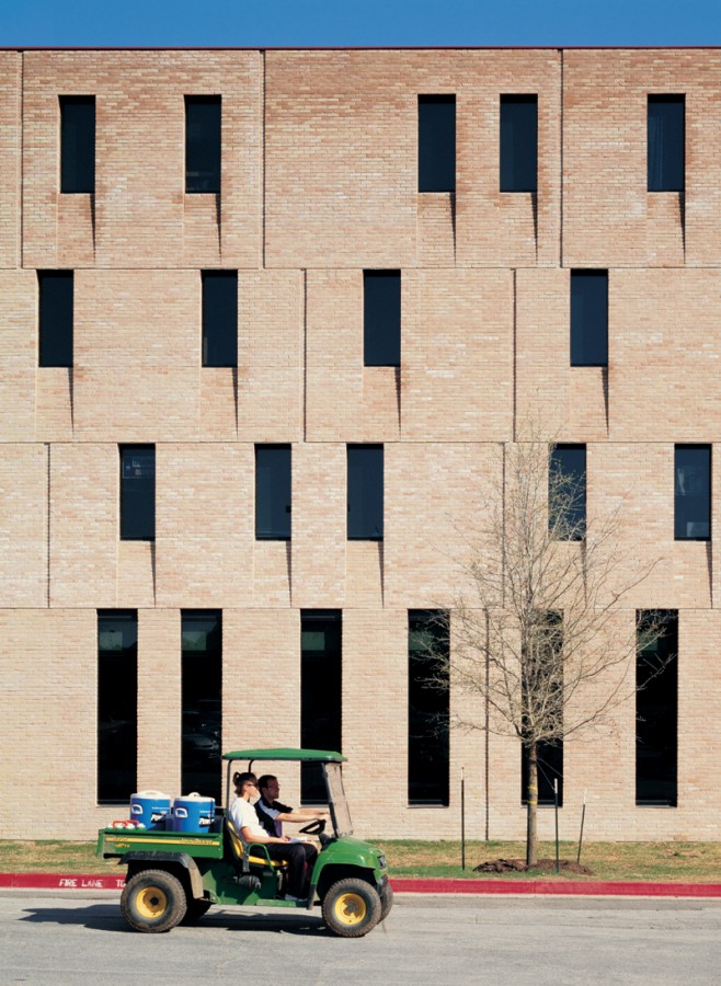 St Edward's University New Residence and Dining Hall / Alejandro Aravena