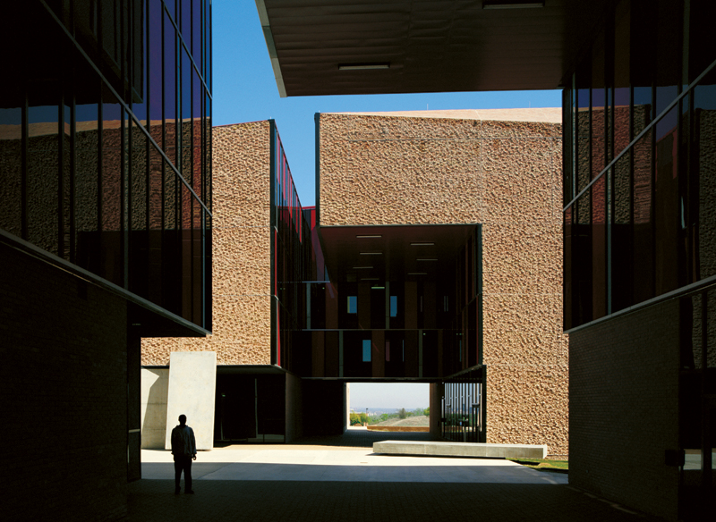 St Edward&#8217;s University New Residence and Dining Hall / Alejandro Aravena