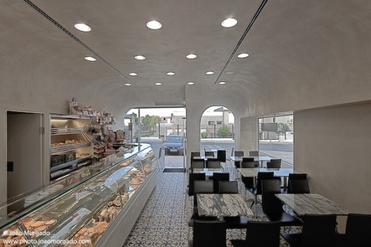 Café/Pastry Shop in Sintra / extrastudio