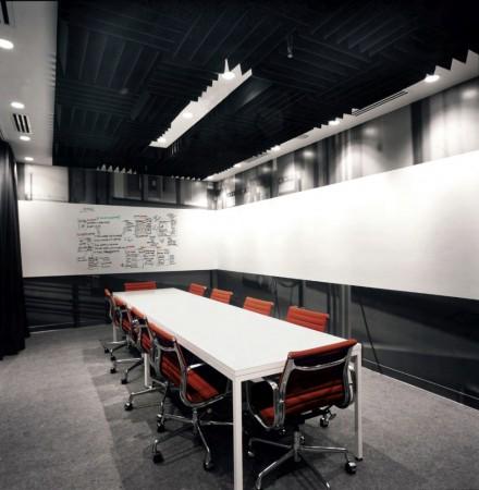 1252464982-facebook-offices-palo-alto-09