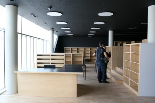 Library at the Zamet Center / 3LHD