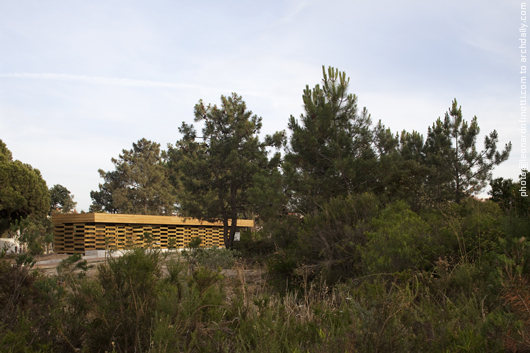 General view of the pavilion in its wild context © Leonardo Finotti