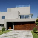 Waterfall House / Andres Remy Arquitectos