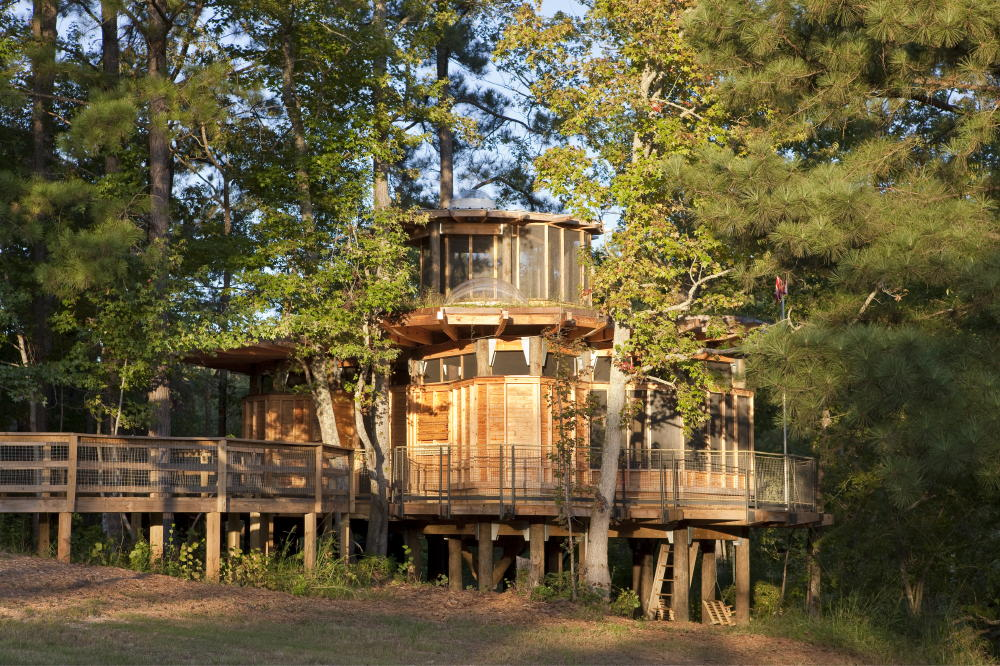 Camp Twin Lakes treehouse / Lord, Aeck & Sargent
