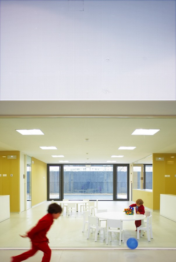 Nursery School in Pamplona / Larraz Arquitectos
