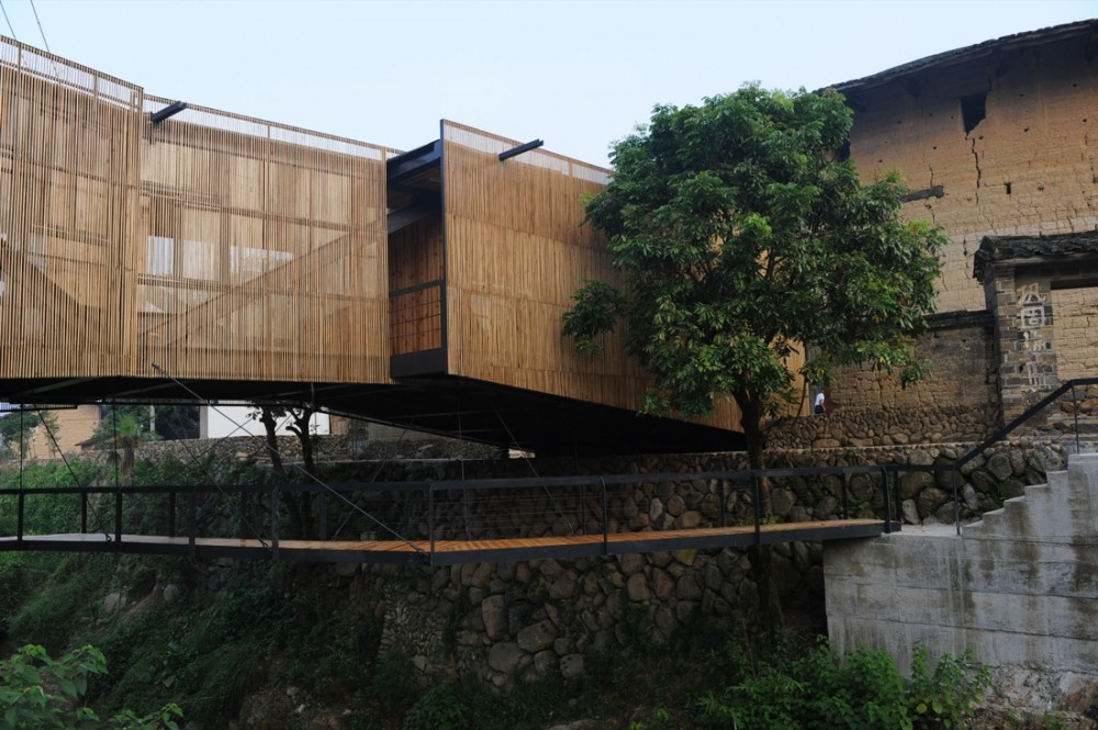 School Bridge / Xiaodong Li
