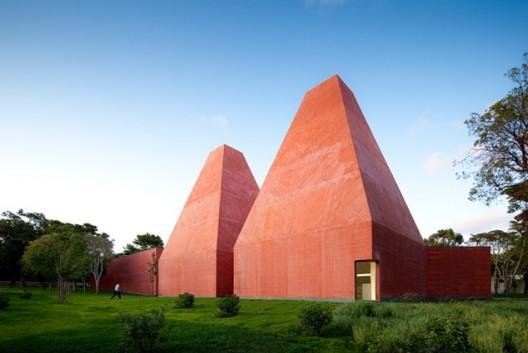 Paula Rego Museum / Eduardo Souto de Moura © Fernando Guerra