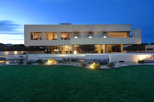 1268335362 fotoext12 528x350 Cristiano Ronaldo puts his €5.4m Spanish villa up for sale, sparks rumours of Real Madrid exit
