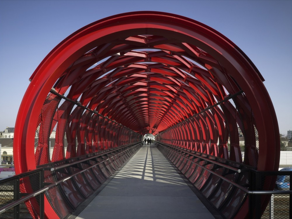 Railway Footbridge at Roche-sur-Yon / HDA &#038; Bernard Tschumi