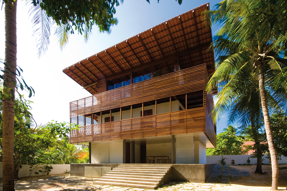 Tropical House / Camarim Architects