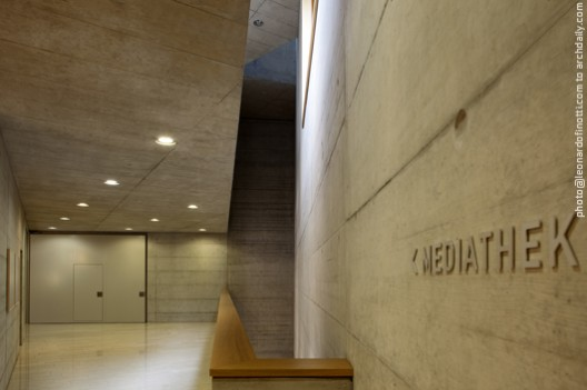 View of the media library entrance where all is made of concrete © Leonardo Finotti