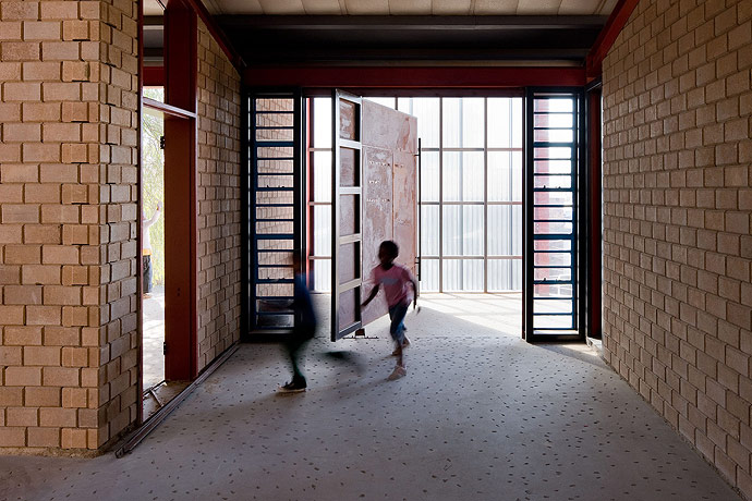 Alexandra Interpretation Centre / Peter Rich Architects