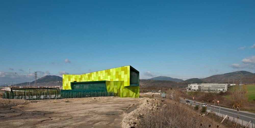 Urban Solid Waste Collection Central / Vaillo + Irigaray