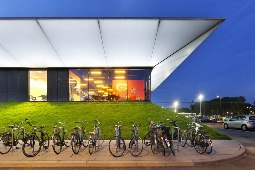 Sports Pavilion / MoederscheimMoonen Architects