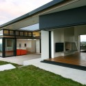 Korora - Daniel Marshall Architects © Ernie Shackles
