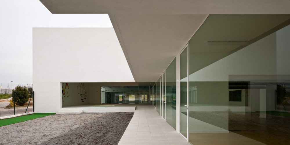 Educational Centre in El Chaparral / Alejandro Muñoz Miranda