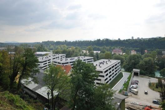 http://ad009cdnb.archdaily.net/wp-content/uploads/2010/10/1286486910-housing-sotocje-9-528x352.jpg