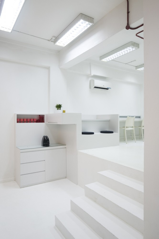 Thin Office / Studio SKLIM