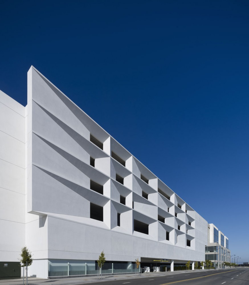 Mission Bay Block 27 Parking Structure / WRNS Studio