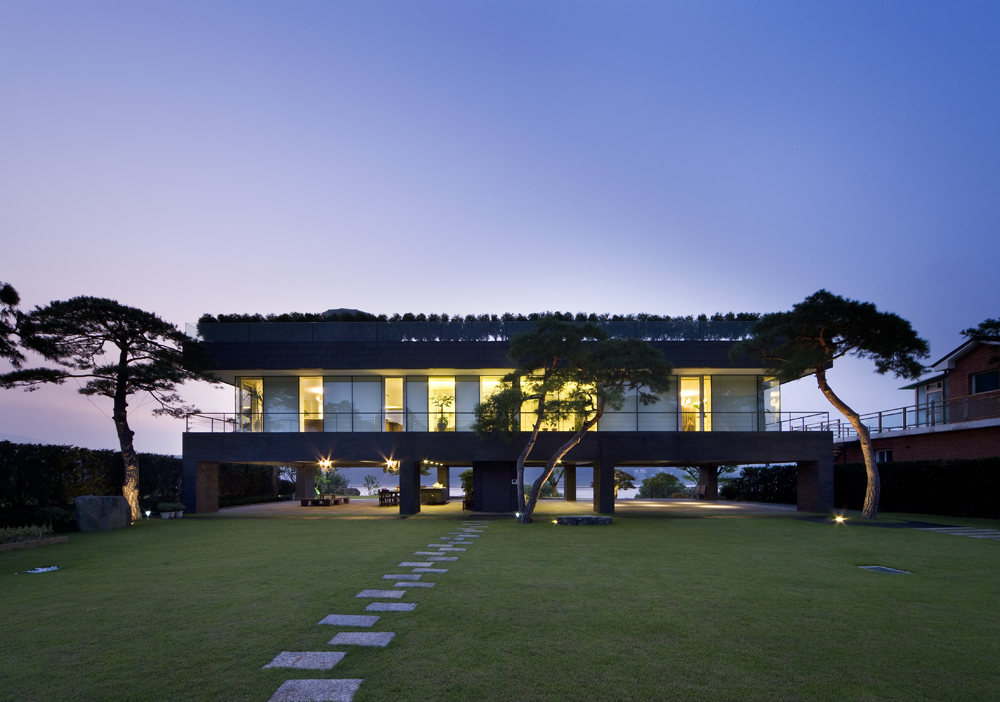 Floating House / Hyunjoon Yoo Architects