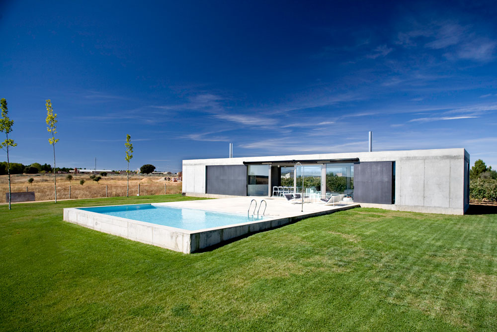 Country House In Zamora / Javier de Antn