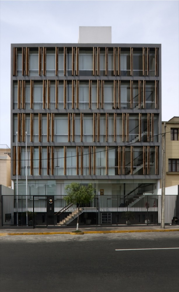 Office Building / Fernando Mosquera and Llona + Zamora Arquitectos