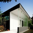 House With Glass Louvers / StudioGreenBlue StudioGreenBlue