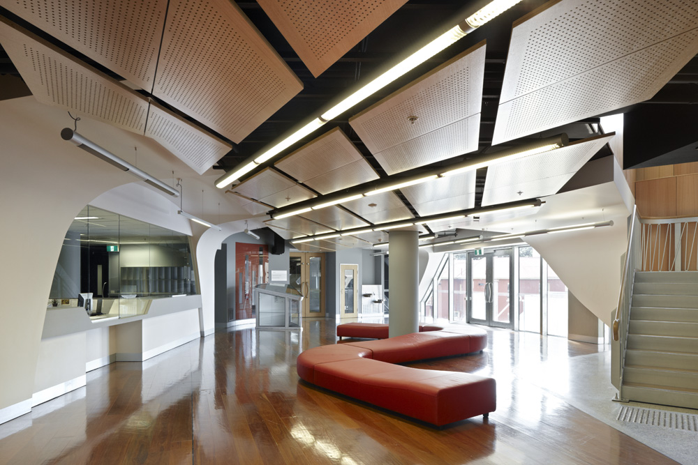 University of Tasmania School of Medicine / Lyons