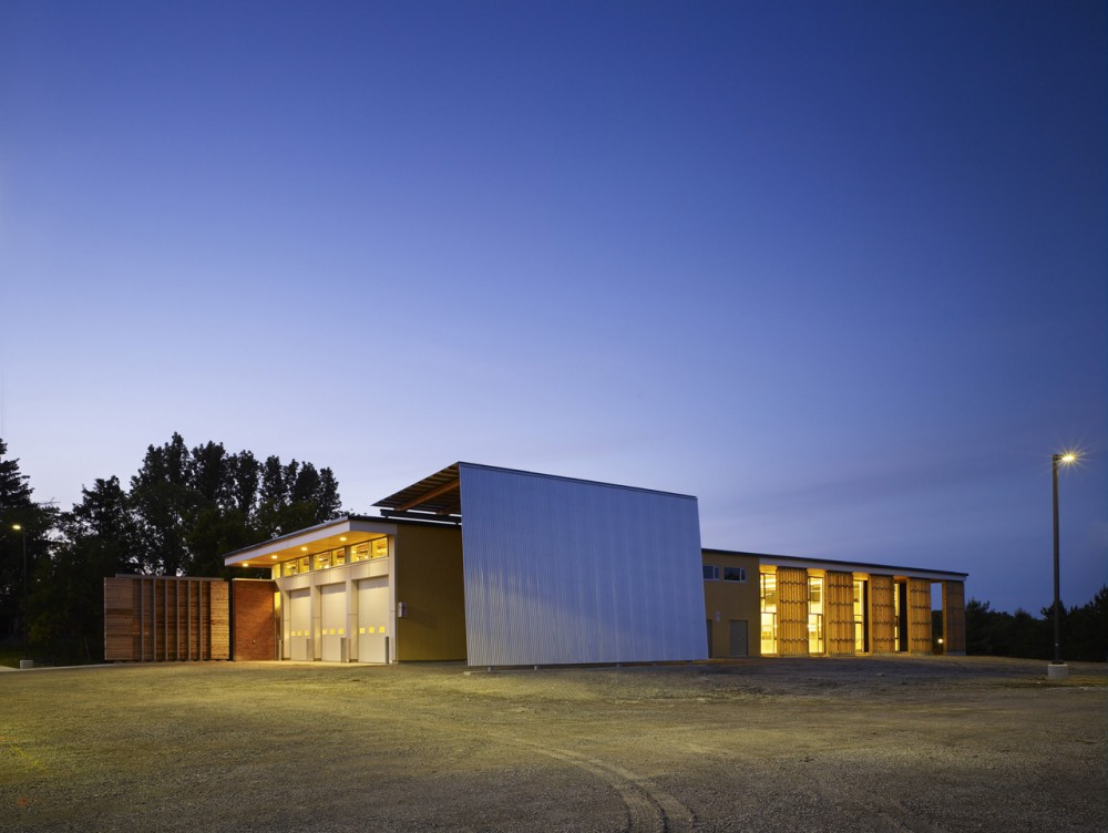 Restoration Services Centre / Montgomery Sisam Architects