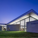 Hennepin County Library Maple Grove / Meyer, Scherer &amp; Rockcastle  Lara Swimmer Photography