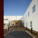 Sister Margaret Smith Addictions Treatment Centre / Montgomery Sisam Architects  Tom Arban