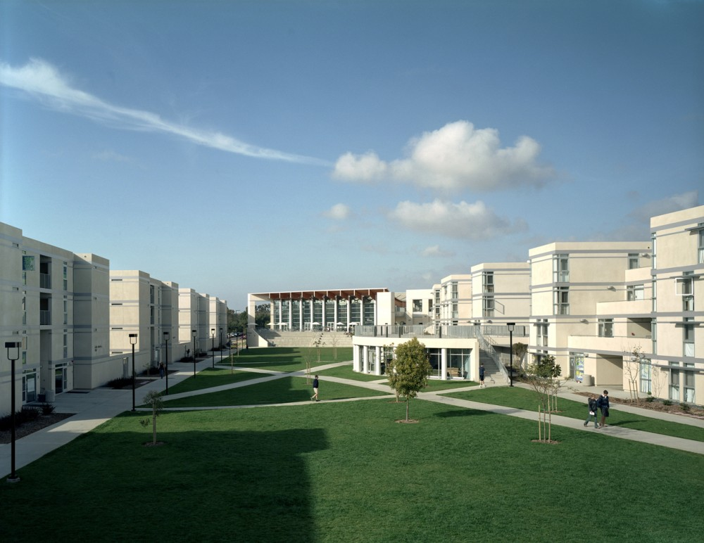Eleanor Roosevelt College / Safdie Rabines Architects and Moshe Safdie & Associates