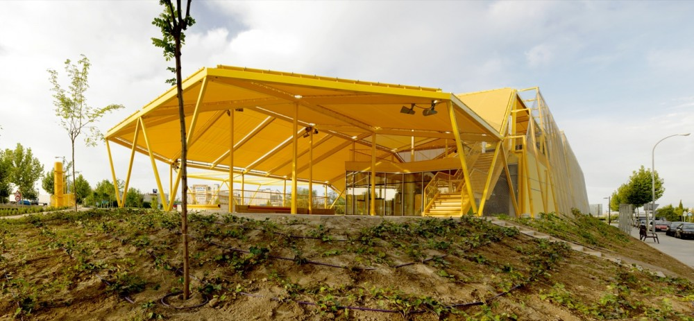 Ecopolis Plaza / Ecosistema Urbano