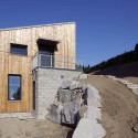 Small House On Hillside / Vladimr Balda  Ale Jungmann