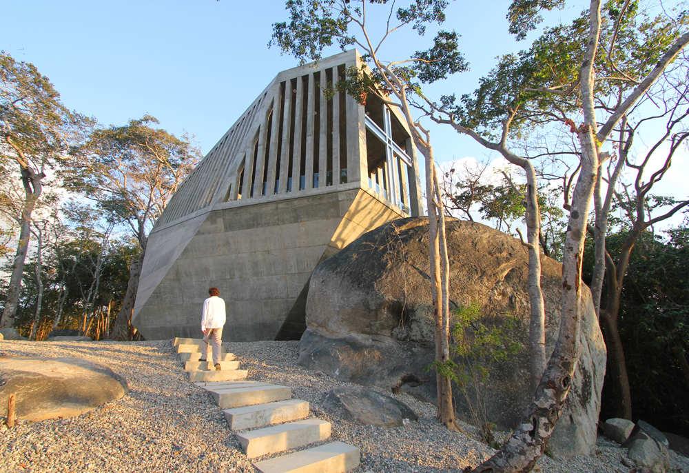 Sunset Chapel / BNKR Arquitectura © Esteban Suárez