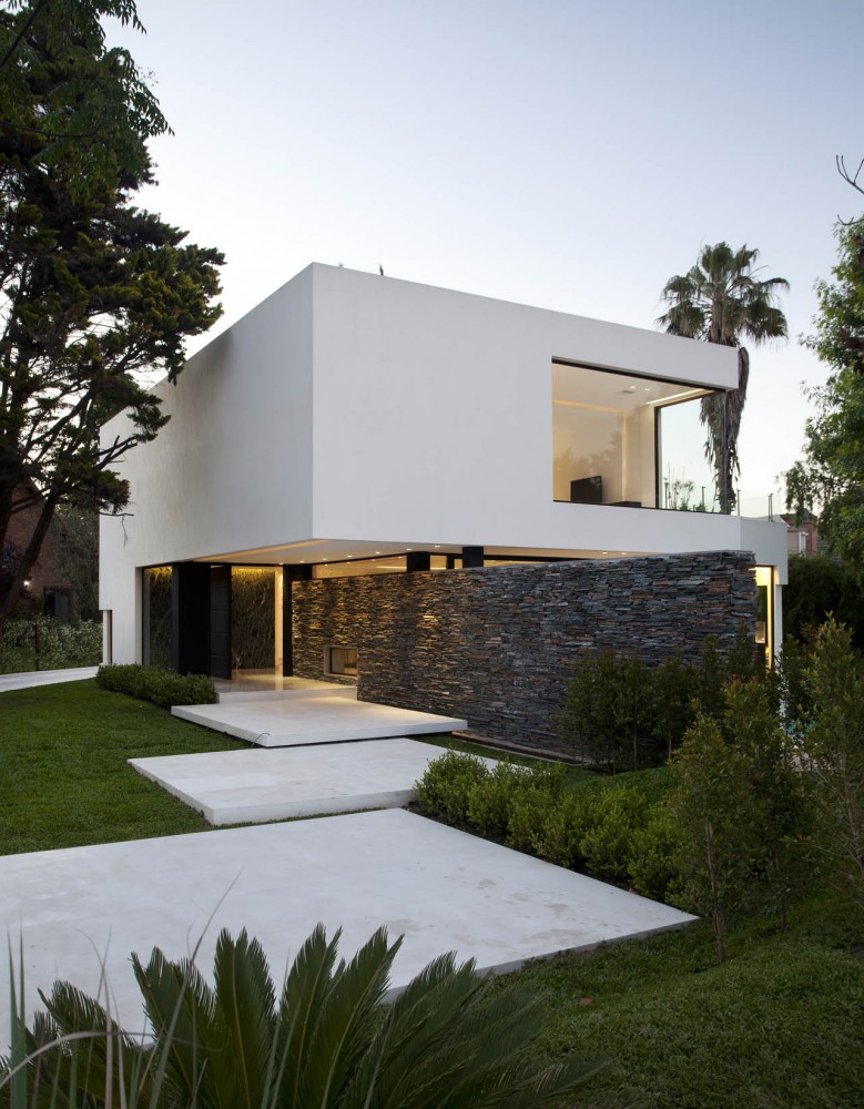 Carrara House / Andres Remy Arquitectos